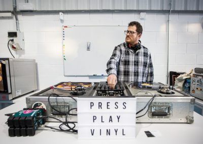 Press-Play-Vinyl-Inauguración-fábrica-discos-vinilo-04