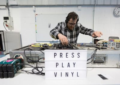 Press-Play-Vinyl-Inauguración-fábrica-discos-vinilo-20
